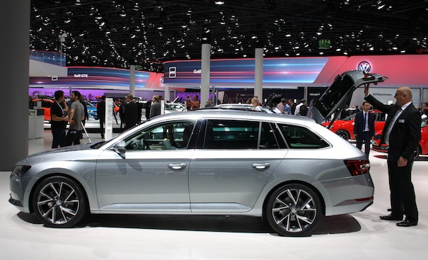 IAA_2015_Skoda_Superb_Combi